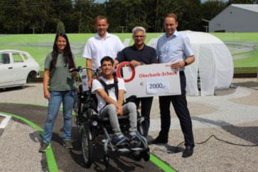 Bettina Bogner, Birk Alwes, Marijan Cecura, Marinko Cecura und CEO Rob van Gils bei der Radübergabe (v.l.n.r.).